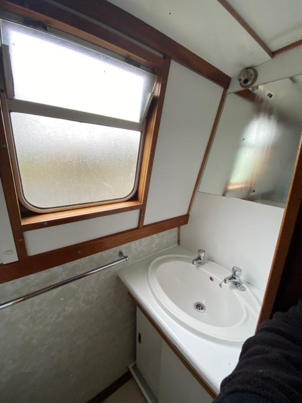 Narrow Boat Wild Lavender Bathroom 2